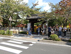 Otsu Tenson Shrine Entrance.JPG