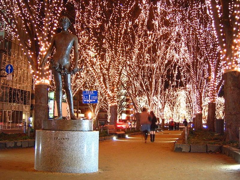 https://upload.wikimedia.org/wikipedia/ja/thumb/7/74/Sendai_pageant_of_starlight-2006.JPG/800px-Sendai_pageant_of_starlight-2006.JPG
