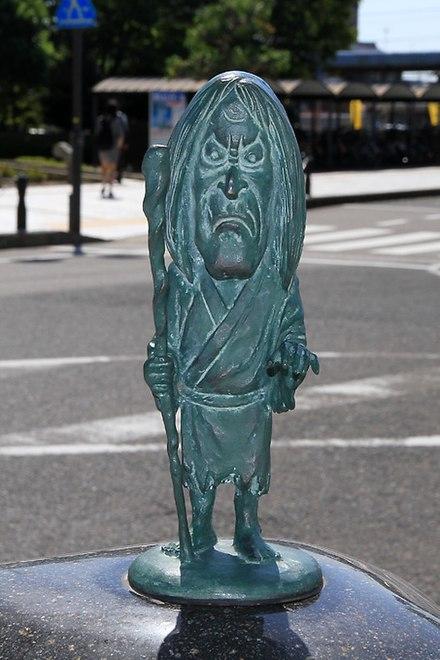 鳥取県境港市・水木しげるロードに設置されている「貧乏神」のブロンズ像。