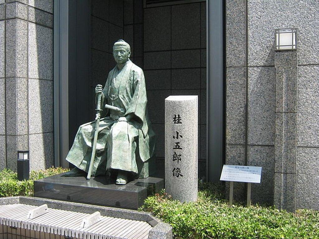 桂小五郎像(京都市・河原町御池上ル)Wikipediaより
