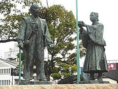 240px-Statues_of_Hideyoshi_and_Mitsunari.jpg