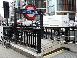 Knightsbridge-Tube-Station.jpg