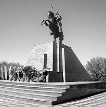 Қабанбай батыр ескерткіші (Талдықорған қаласы) — Уикипедия ...
