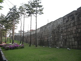 SeoulFortress01.JPG