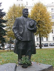 Piemineklis Kārlim Ulmanim Rīgas centrā