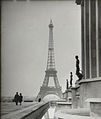 Eiffel Tower 1945.jpg