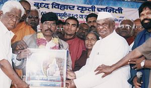 Arun Kamble accepting the award with accolades, The Prabuddha Ratna.JPG