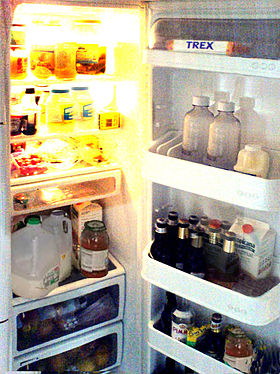 http://upload.wikimedia.org/wikipedia/ms/thumb/b/b8/Fridge.jpg/280px-Fridge.jpg