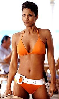 Halle-Berry-Jinx-bond-girls-3326140-290-500.jpg