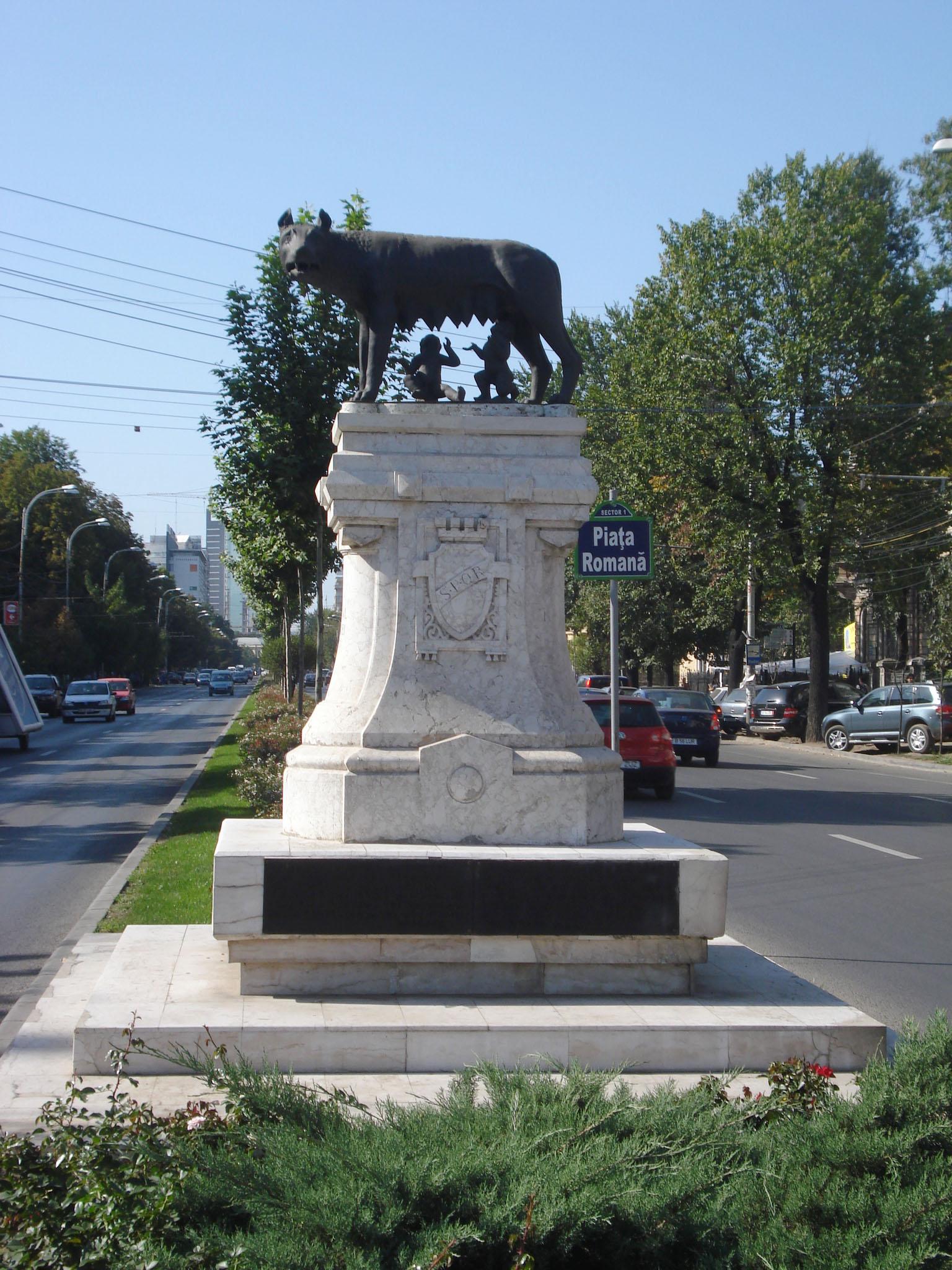 Fişier:Statuia Lupoaicei Bucuresti.jpg