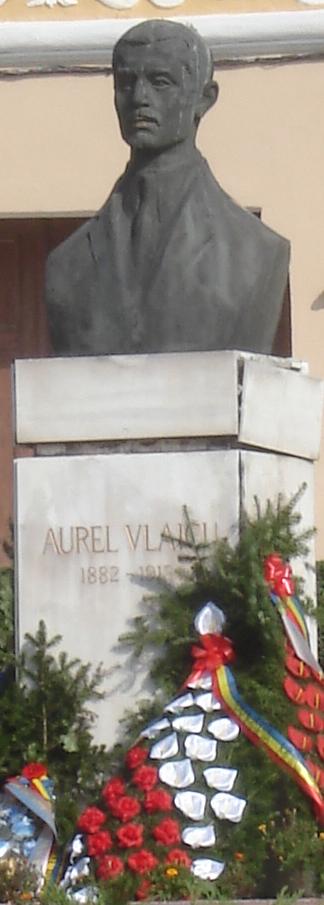 Monument în memoria aviatorului Aurel Vlaicu, piaţa Catedralei, Orăştie