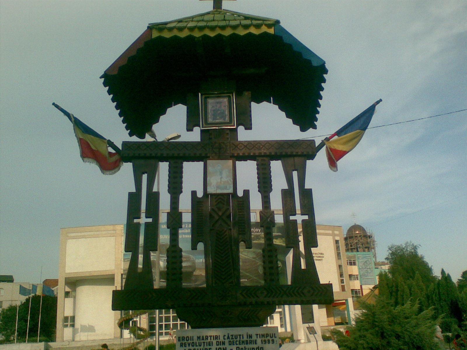 Fişier:Monumentul Eroilor Martiri ai Rev. din 1989 din Slatina.jpg