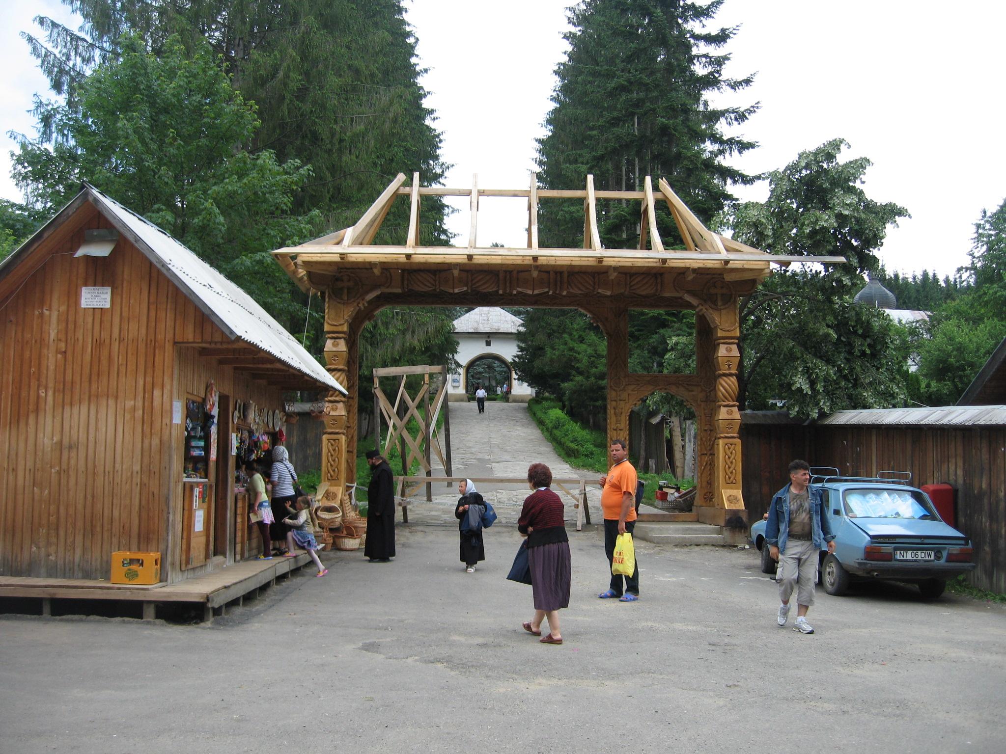 Fişier:Mănăstirea Sihăstria1.jpg