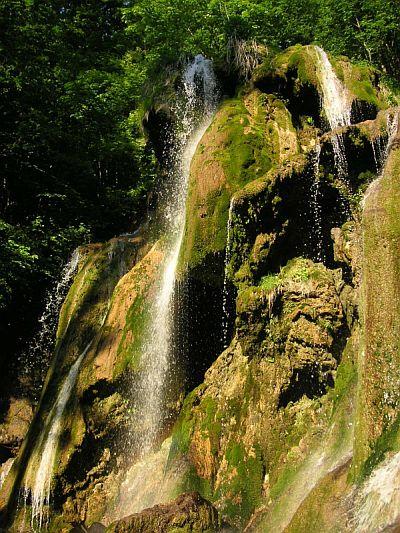 Fişier:Cascada Beusnita.jpg