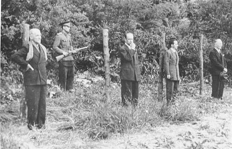 https://upload.wikimedia.org/wikipedia/ro/7/76/ExecutatiaMaresaluluiIonAntonescu.jpg
