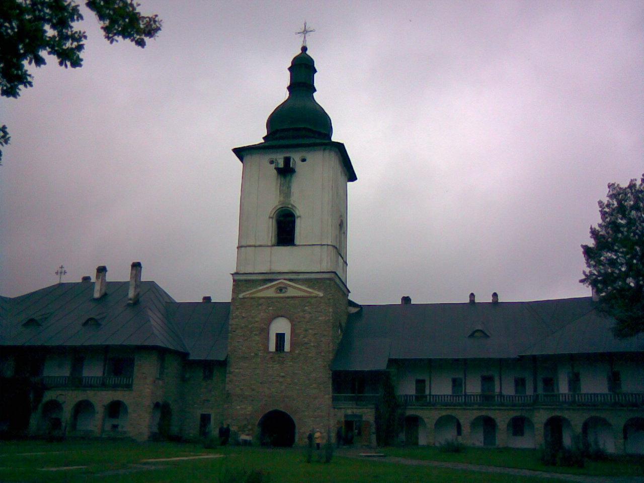 Fişier:ManastireaNeamt TurnulClopotnita int.jpg