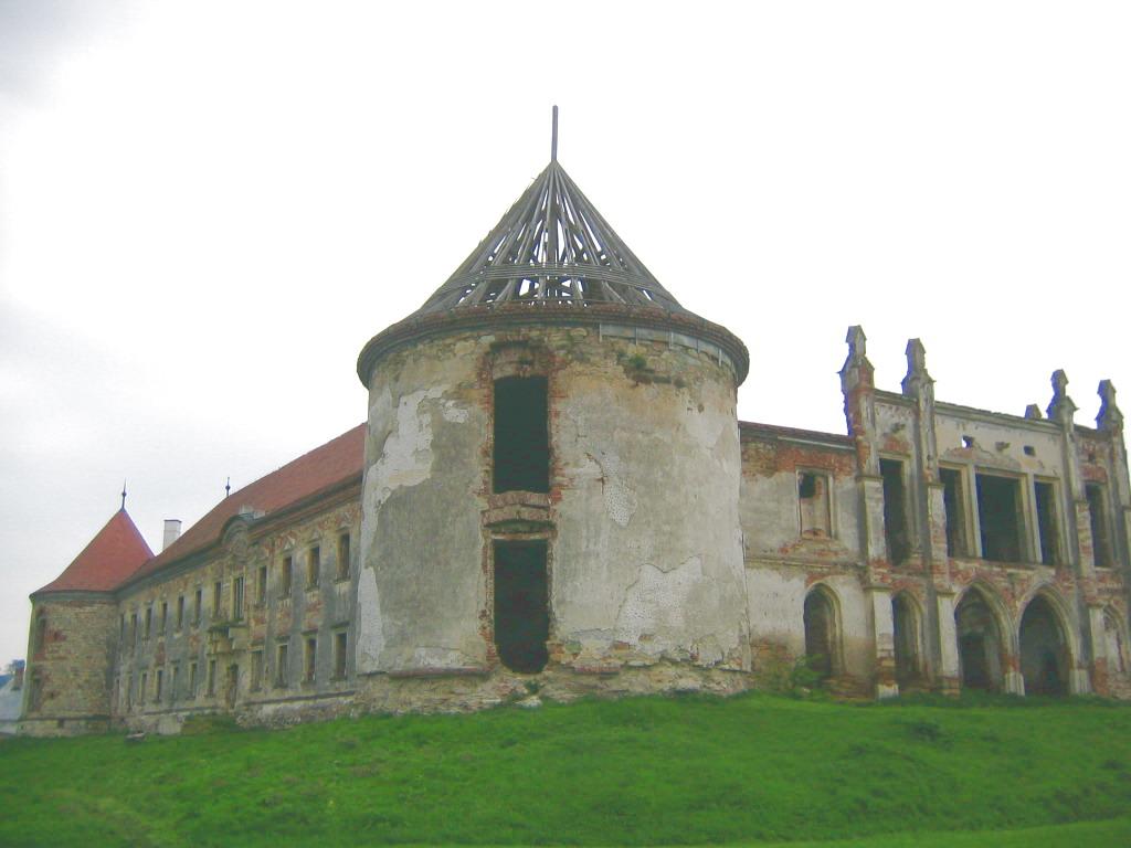 http://upload.wikimedia.org/wikipedia/ro/b/b7/Castelul_Banffy_Bontida_%2812%29.jpg