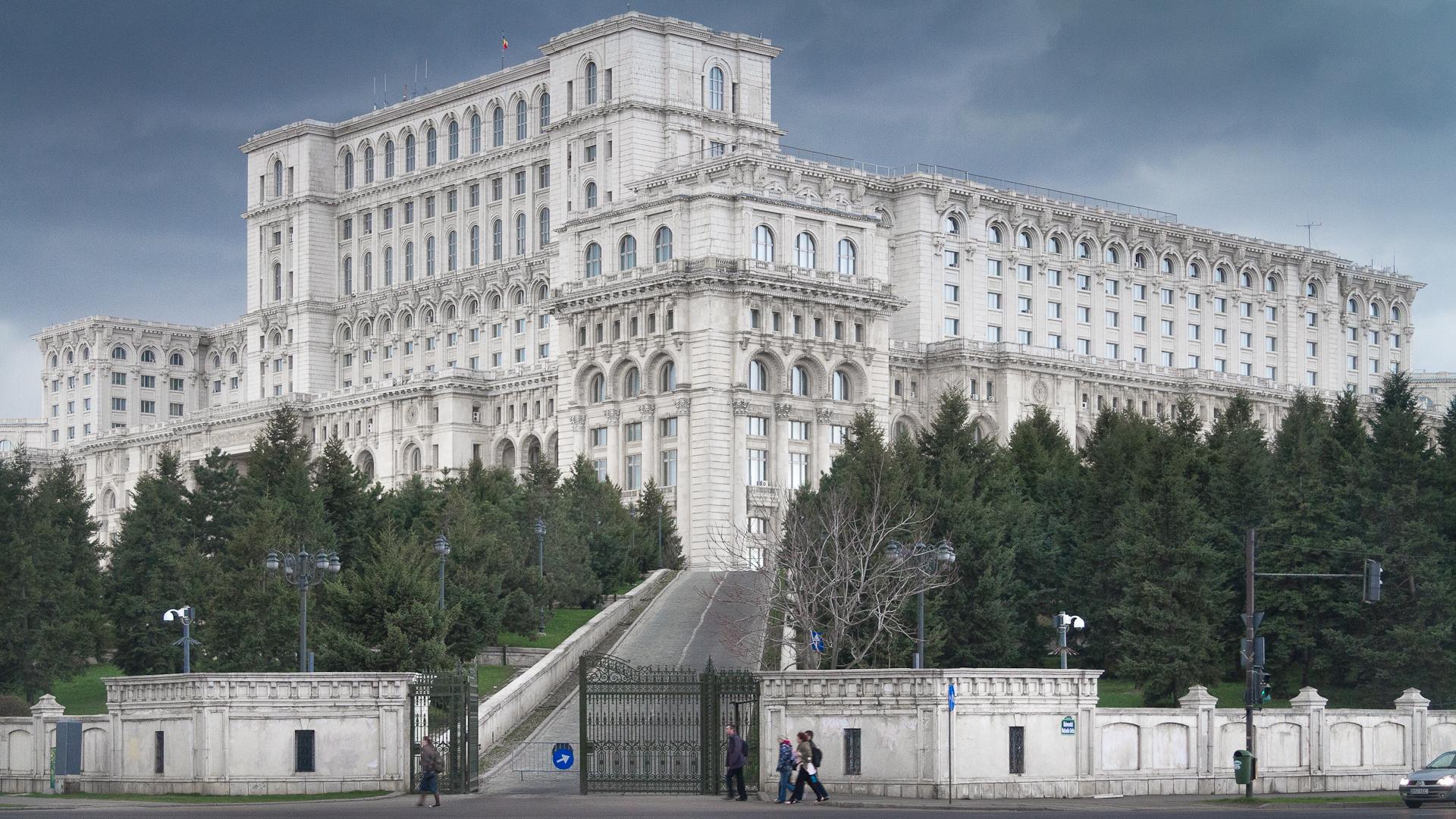 Imagini pentru palatul parlamentului bucuresti