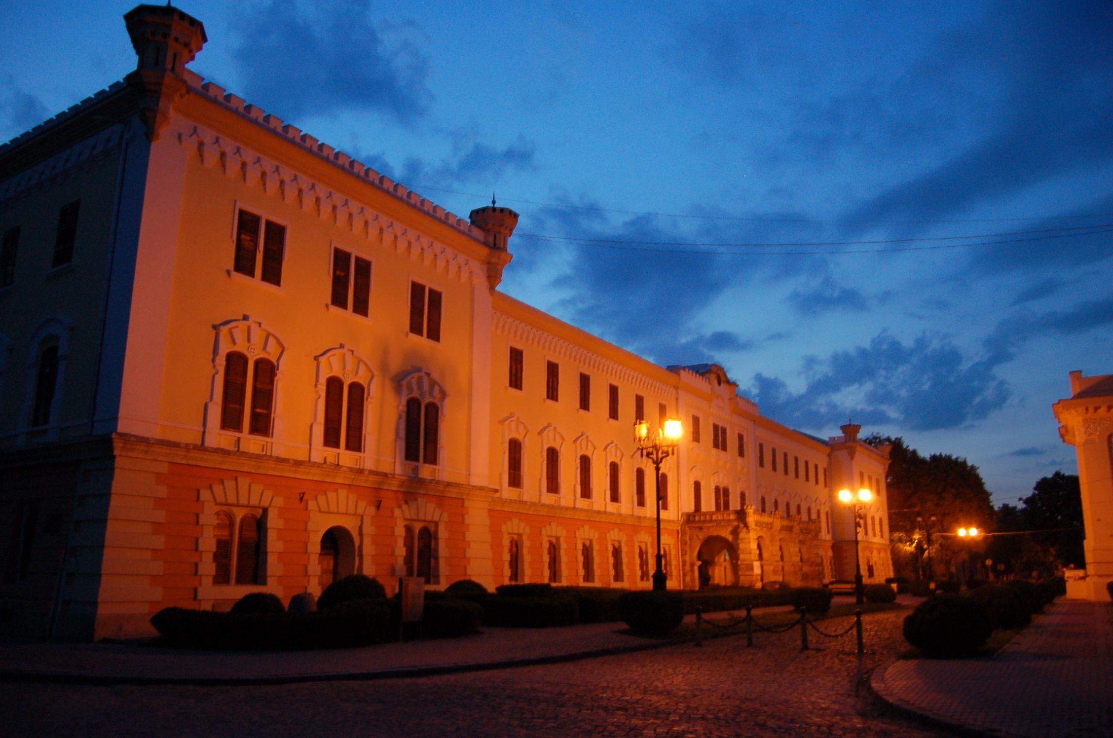 Fişier:Muzeu Alba Iulia.jpg