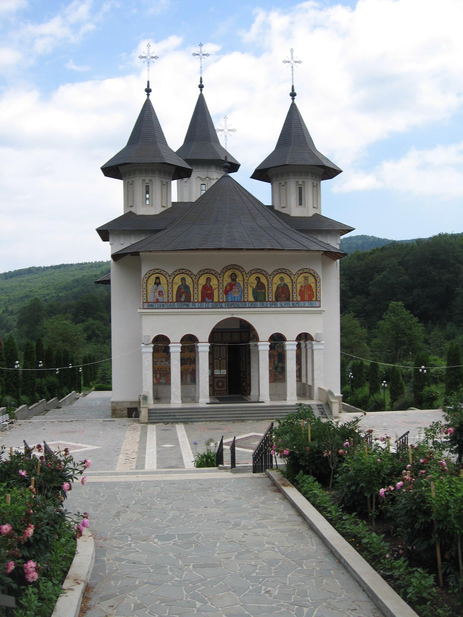 Fişier:Mănăstirea Sihăstria3.jpg