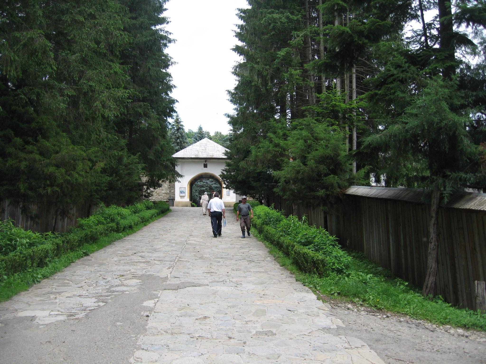 Fişier:Mănăstirea Sihăstria2.jpg