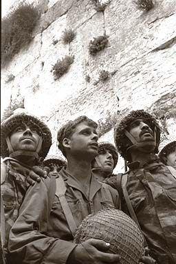 Soldiers Western Wall 1967.jpg