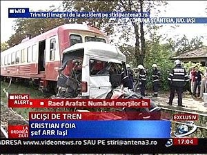 https://upload.wikimedia.org/wikipedia/ro/thumb/8/87/Romanian_bus-train_collision.jpg/300px-Romanian_bus-train_collision.jpg