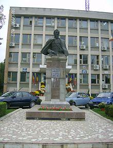 Statuia lui Alexandru Ioan Cuza.jpg