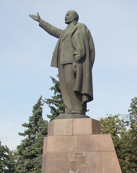 Памятник Роза из двух видов гранита Ивдель Цоколь из габбро-диабаза Планерная