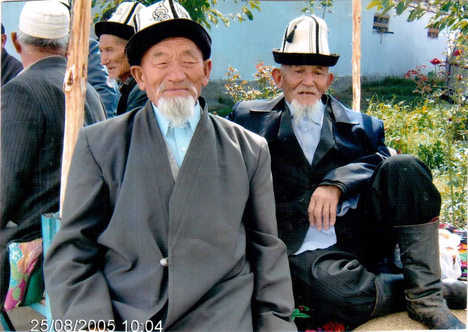 https://upload.wikimedia.org/wikipedia/ru/0/04/Kyrgyz_aksakaldar.jpg