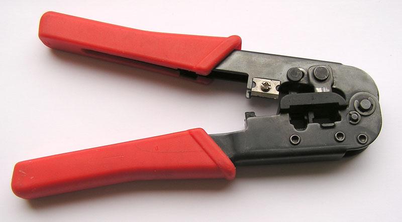 Источник. кримпер.  Инструмент для обжима витой пары.