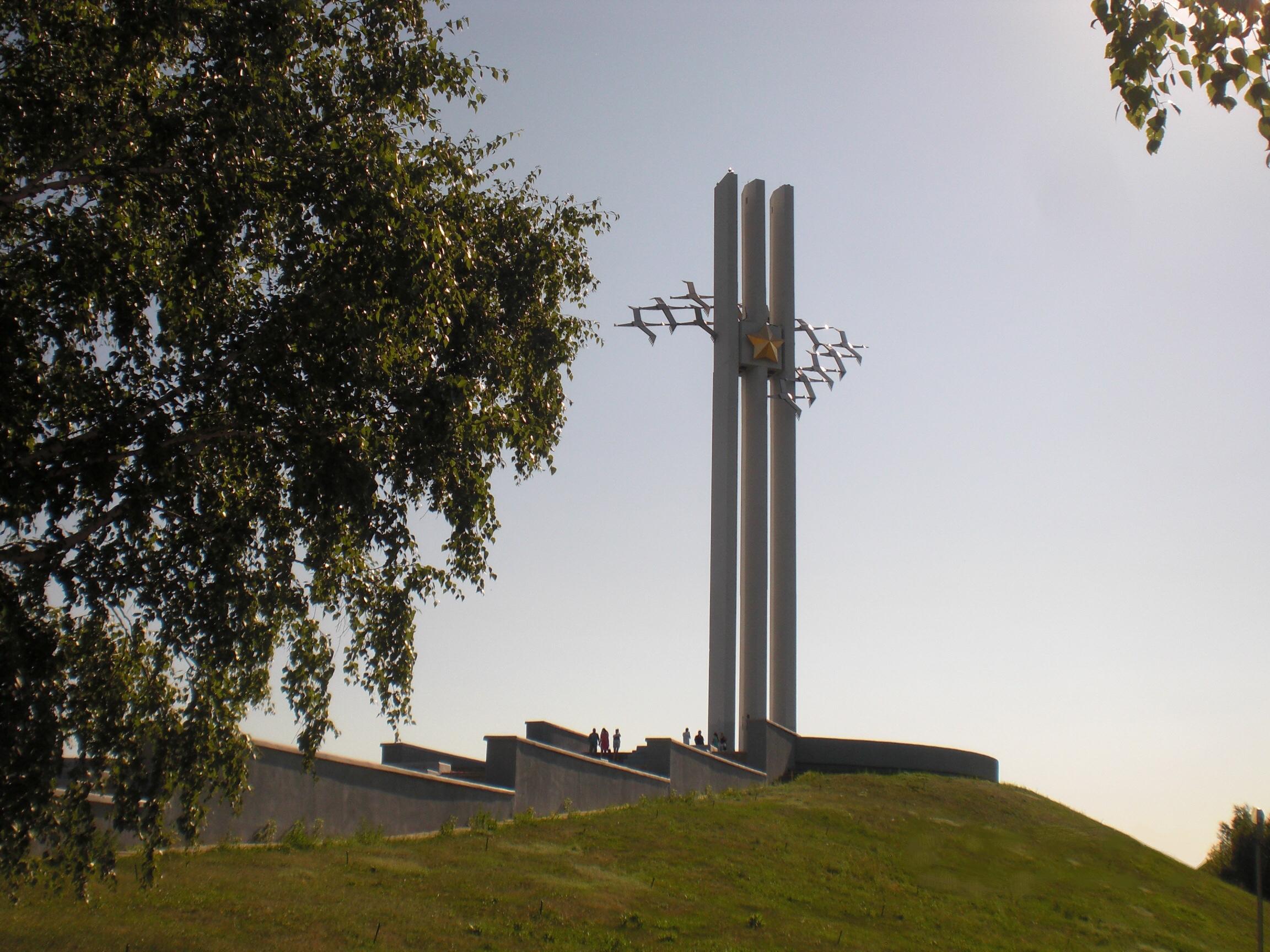 Памятники в россии фото и описание памятника журавли цена на памятники оренбурга utc