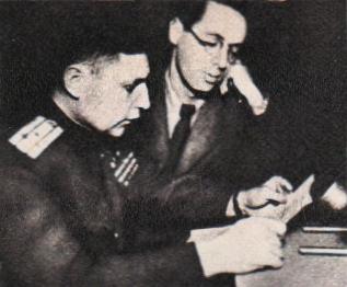 А.И.Покрышкин в день награждения третьей звездой Героя в студии Всесоюзного радио с Ю.Б.Левитаном