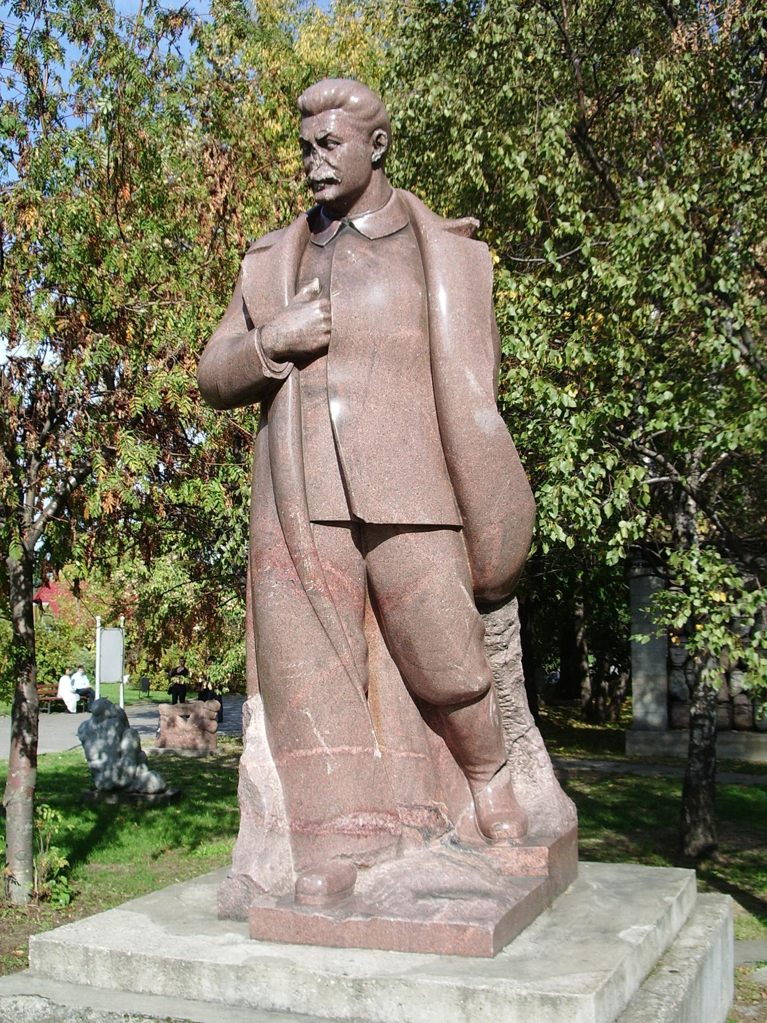 Где установлены памятники сталину изготовление памятников уфа иваново