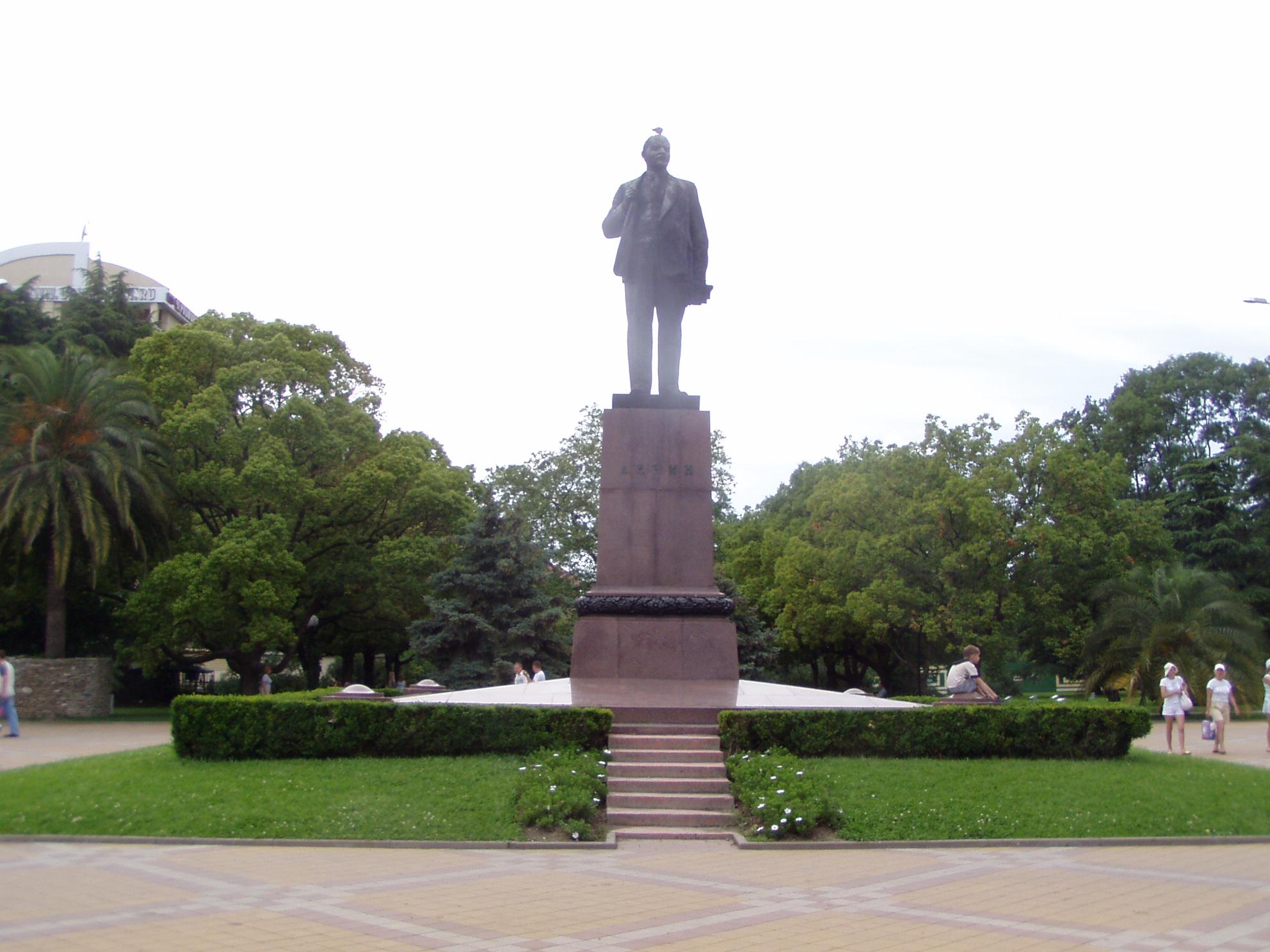 Памятники сочи с описанием памятники из цветного гранита цена нефтеюганск