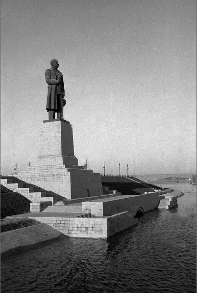 Image result for памятник ленину у входа в волго-донской канал