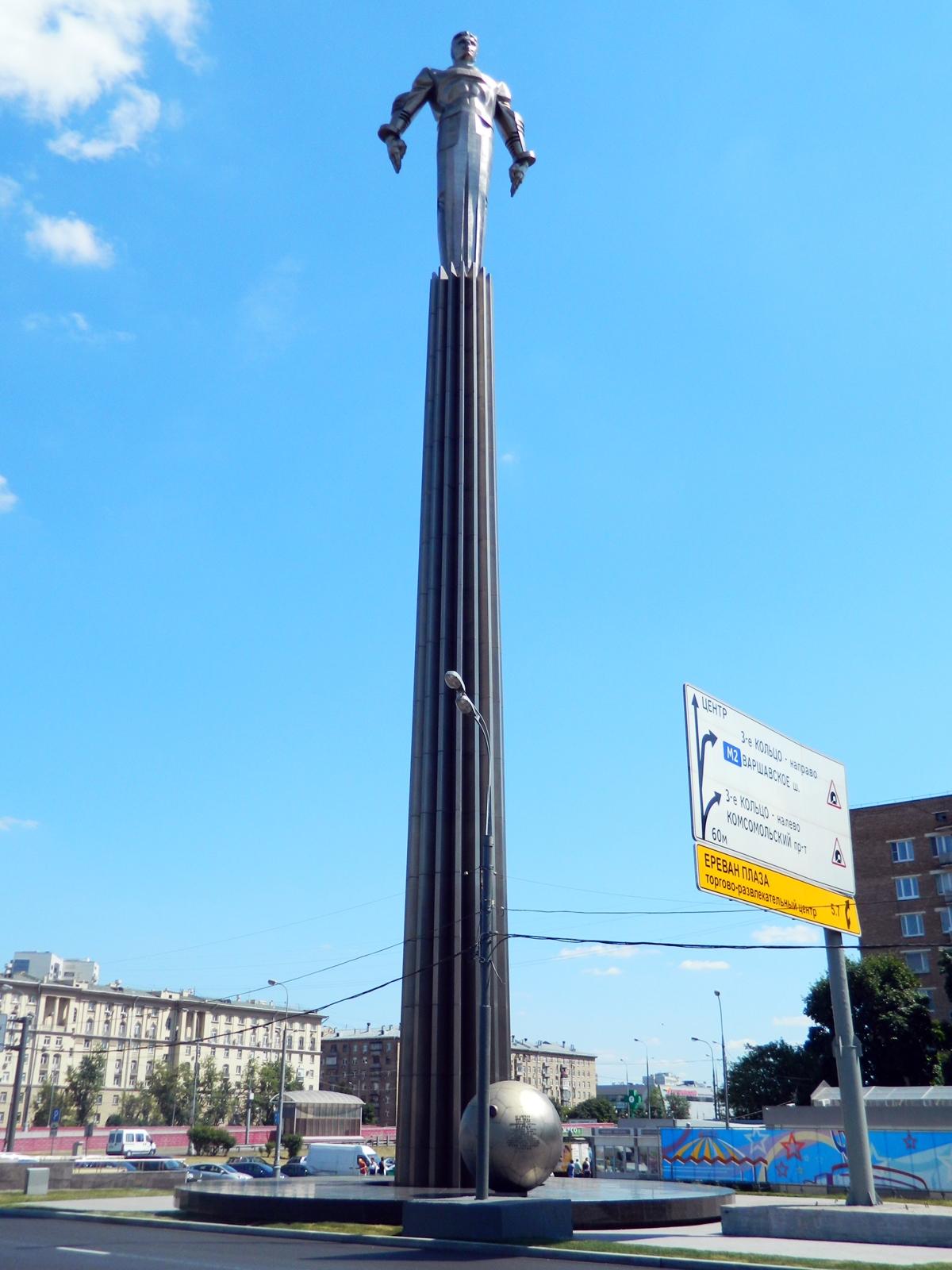 Памятник в москве корабль с человеком на борту цены на памятники в оренбурге и кому они посвящены