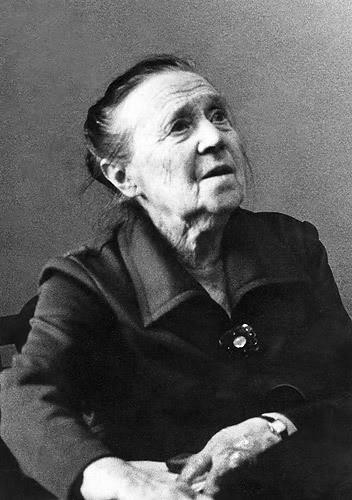 https://upload.wikimedia.org/wikipedia/ru/3/34/Bluma_Zeigarnik_1980.jpg