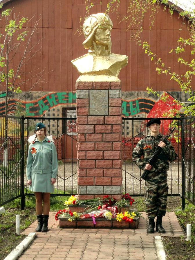 Image result for шахунья памятник комарову