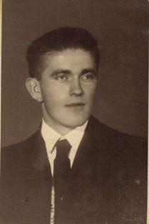 Файл:Cseszneky Gyula (Csesznegi és Milványi gróf).jpg