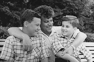 Владимир Киселёв с сыновьями Леонидом иСергеем. Киев, 1961