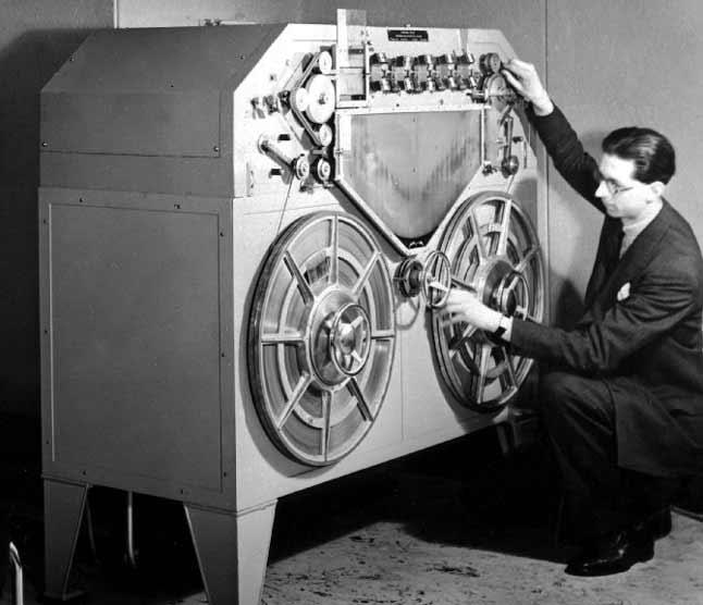 Первый катушечный магнитофон в 1935 году
