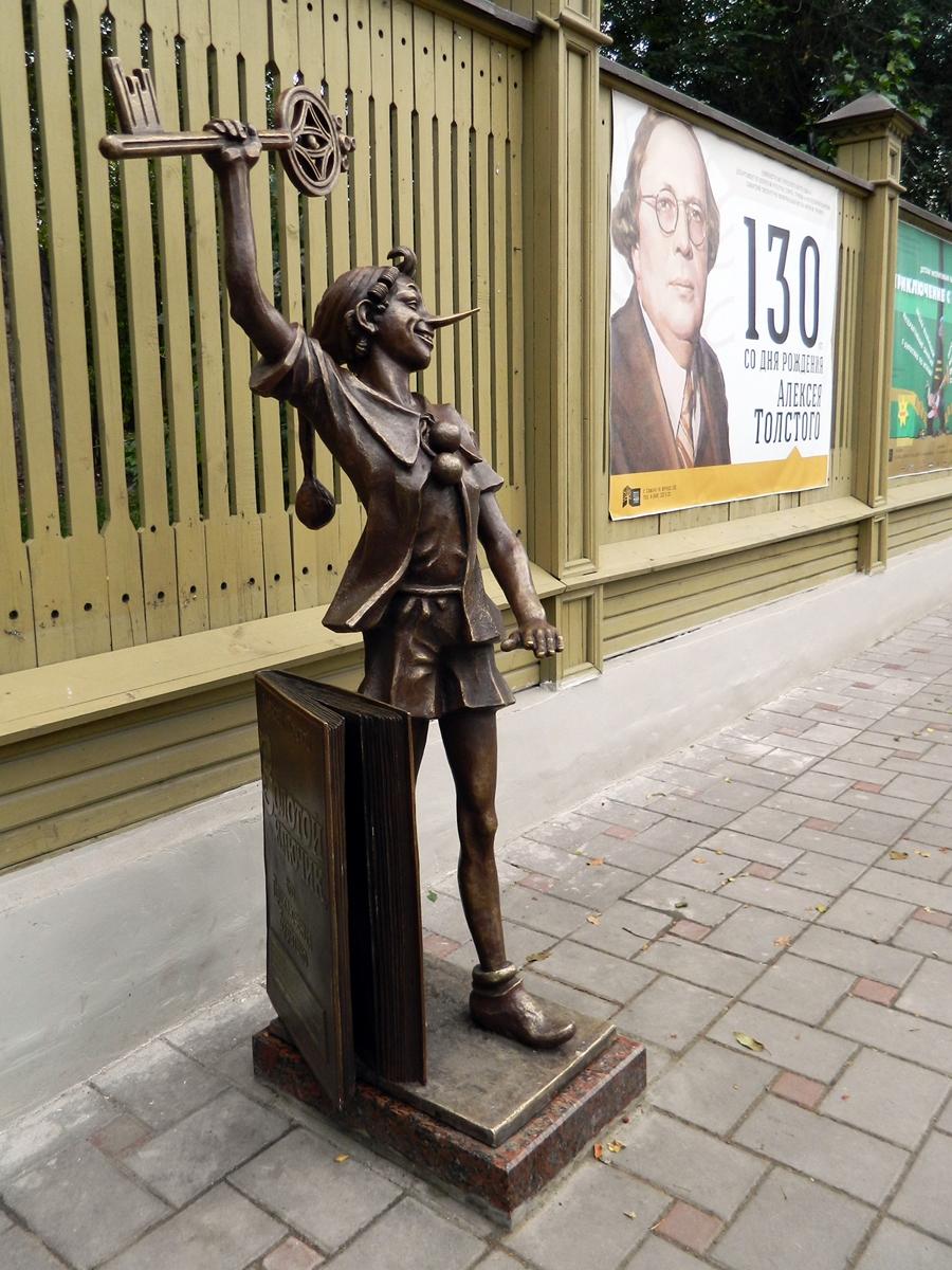 Памятники в россии литературным авторские буратино памятники гранит новосибирск каталог