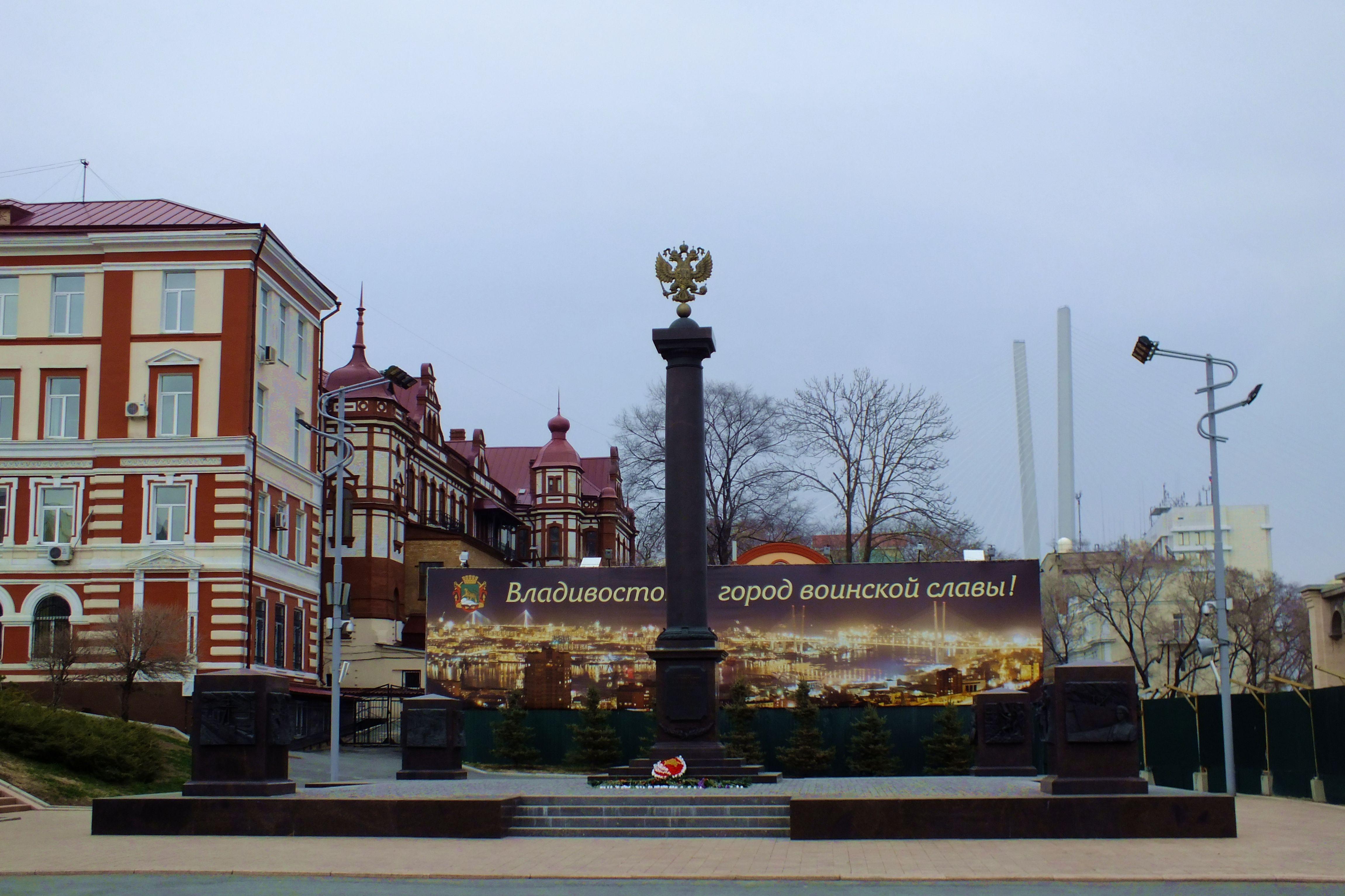 Мемориальный комплекс с крестом Китай-город Лампадка из лезниковского гранита резная Дальнереченск