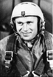 Иван Аникеев во время парашютной тренировки. Фото 1960 года