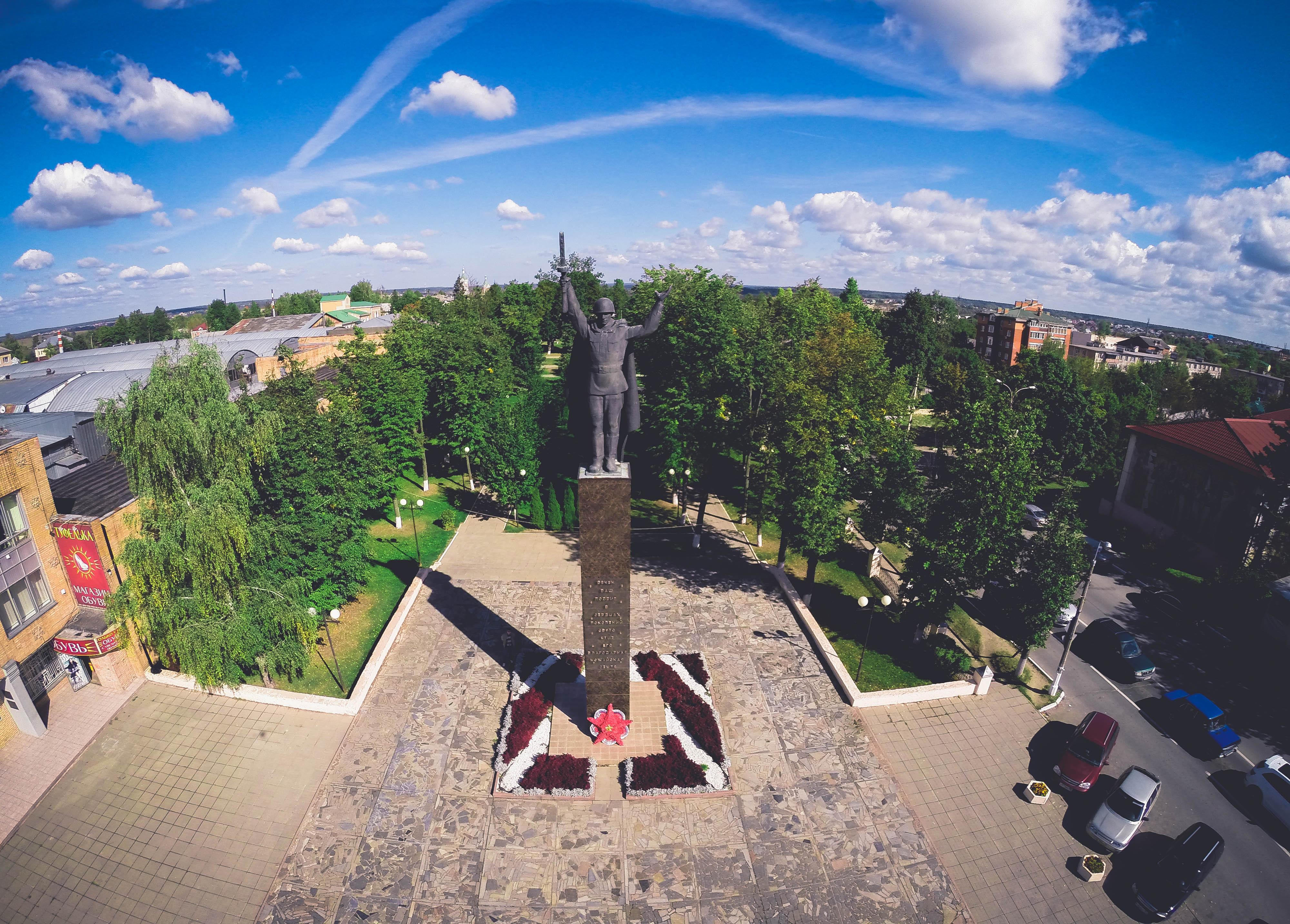 Памятник солдату-освободителю на Комсомольской площади