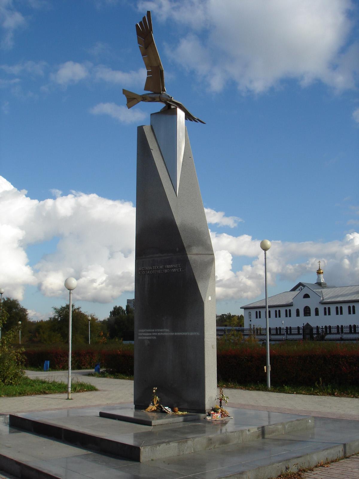 Мемориальный комплекс из двух видов гранитов Пионерский Мраморный голубь Санкт-Петербург