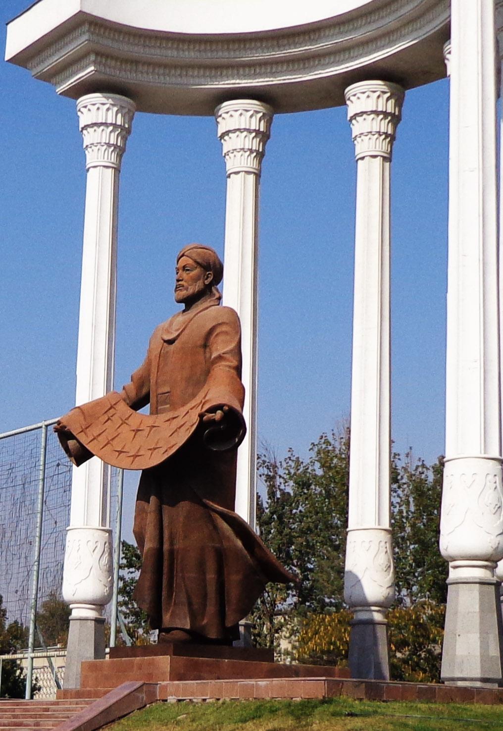 Файл Памятник Аль Фергани jpg Википедия Файл Памятник Аль Фергани jpg
