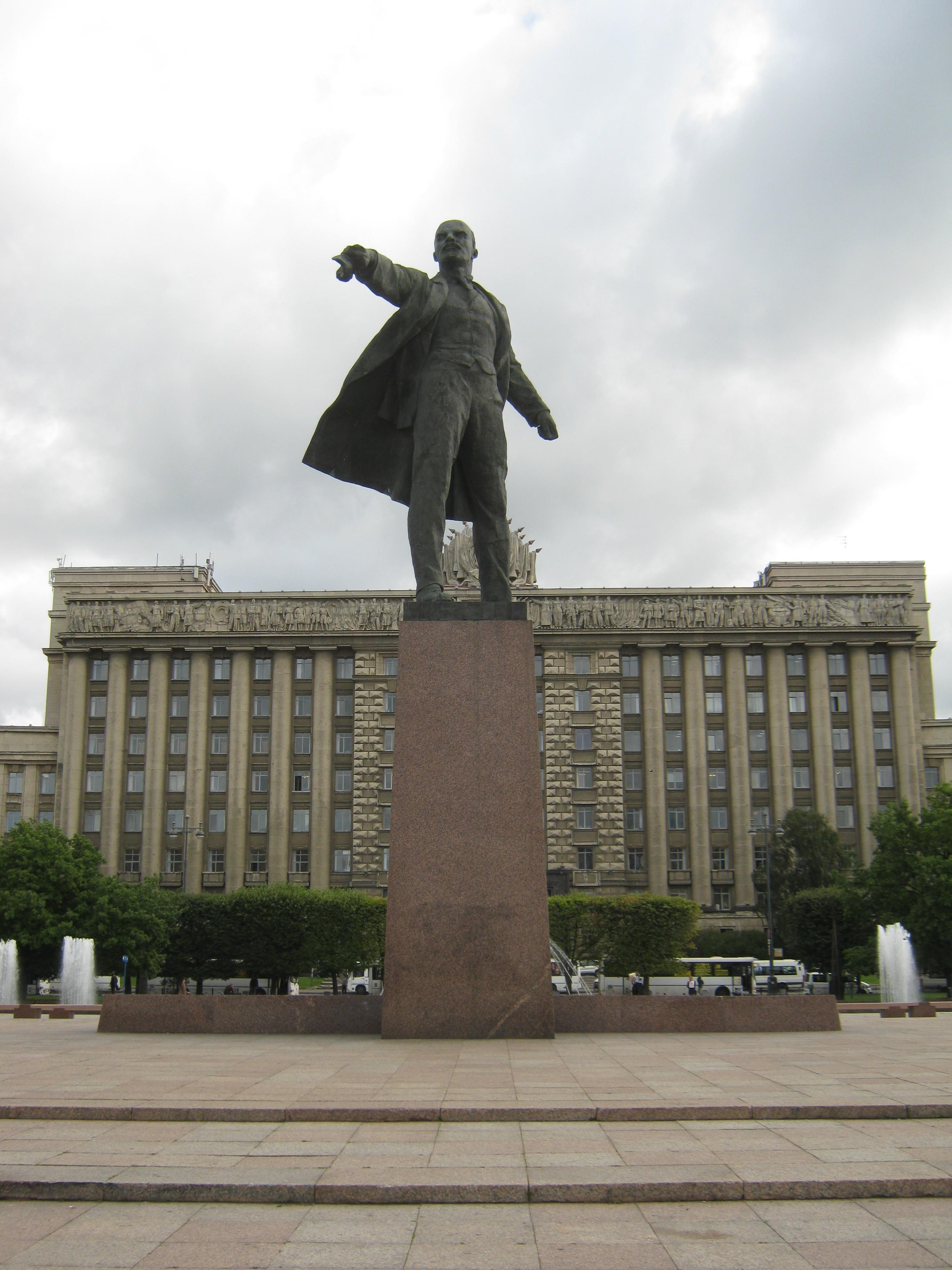 Мемориальный комплекс из двух видов гранитов ВДНХ памятник на могилку Саянск