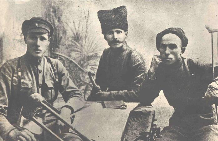 Националисты снесли мемориальную табличку дивизии, оборонявшей Одессу